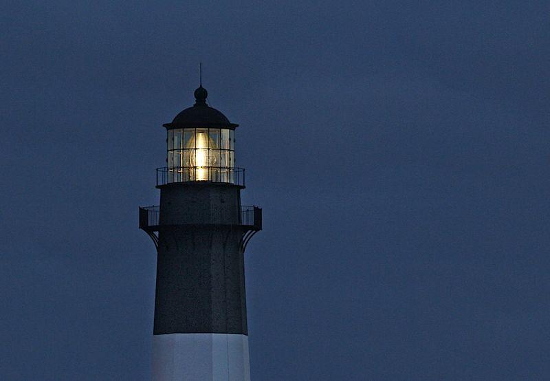 LighthouseEM2CropLightOnTybee_1849